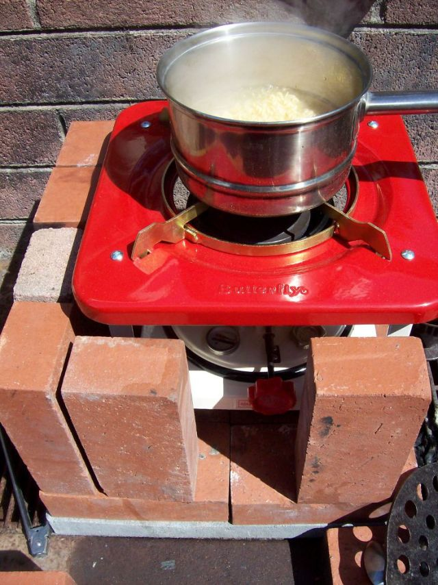 Butterfly 16 Wick Stove cooking noodles