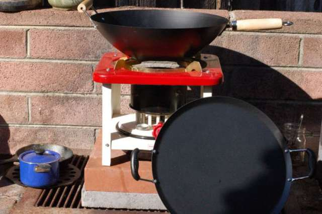 Butterfly Stove with Wally World Wok and Comal